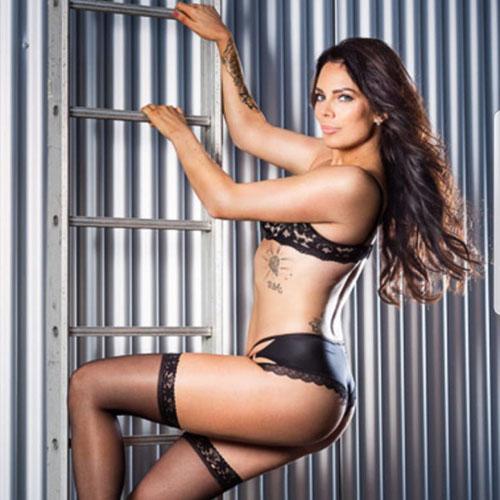 vrouwelijke stripper Celeste